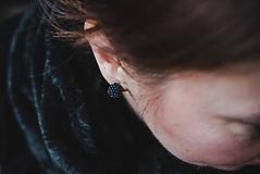 Náušnice - EARBERRIES tmavomodré lesklé zapichovačky - 10351369_