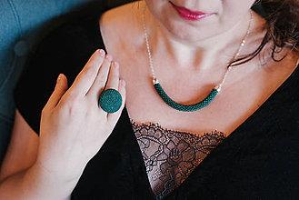 Náhrdelníky - SNAKE smaragdovozelený elegantný náhrdelník - 10351375_
