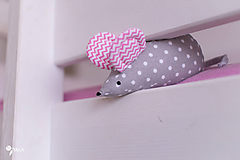 Myška s ružovými cik-cak uškami