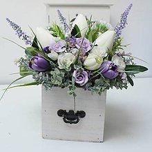 Dekorácie - Celoročný aranžmán v šuflíku fialovo-biely - 10357560_