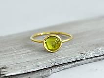 14k zlatý prsteň s prírodným olivínom