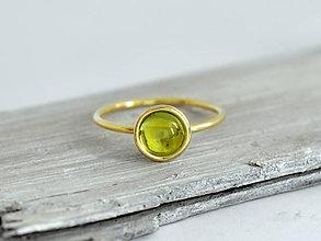 Prstene - 14k zlatý prsteň s prírodným olivínom - 10360687_