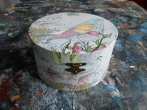 Krabičky - Drevenná okrúhla šperkovnička - dekupáž - vtáčik - 10359927_