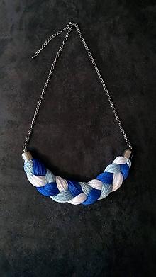 Náhrdelníky - Zapletaný náhrdelník modro-biely - 10359842_