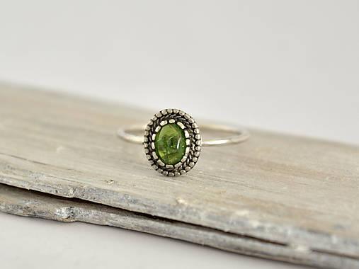 925 Strieborný prsteň s prírodným diopsidem