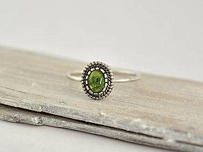 Prstene - 925 Strieborný prsteň s prírodným diopsidem - 10365061_