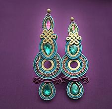 Náušnice - Smaragd s ametystom sa snúbi /plesové šujtášové náušnice/ - 10362653_