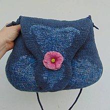 Kabelky - ...plstená kabelka s ružovou brošňou... - 10365041_