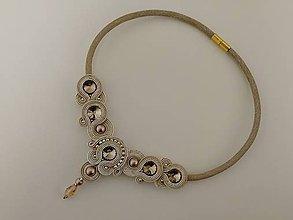 Náhrdelníky - Šujtášový náhrdelník  (Béžová) - 10365179_