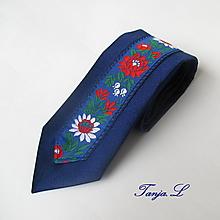 Doplnky - slim kravata folk (č.1. tmavomodrá s modrou krojovkou) - 10364166_