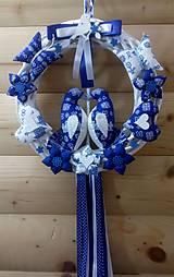 Dekorácie - Pravý slovenský čičmanský folk ľudový veniec na dvere Zaľúbené holubice (Modrý s modrými holúbkami) - 10365296_