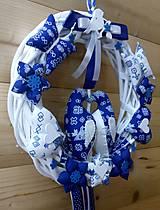 Dekorácie - Pravý slovenský čičmanský folk ľudový veniec na dvere Zaľúbené holubice (Modrý s modrými holúbkami) - 10365298_