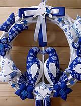 Dekorácie - Pravý slovenský čičmanský folk ľudový veniec na dvere Zaľúbené holubice (Modrý s modrými holúbkami) - 10365301_