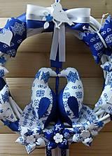 Dekorácie - Pravý slovenský čičmanský folk ľudový veniec na dvere Zaľúbené holubice (Modrý s bielymi holúbkami) - 10365477_