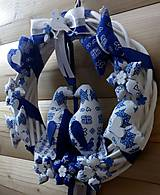 Dekorácie - Pravý slovenský čičmanský folk ľudový veniec na dvere Zaľúbené holubice (Modrý s bielymi holúbkami) - 10365480_