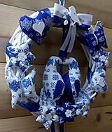 Dekorácie - Pravý slovenský čičmanský folk ľudový veniec na dvere Zaľúbené holubice (Modrý s bielymi holúbkami) - 10365481_