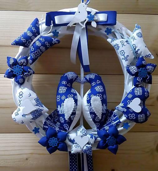 Pravý slovenský čičmanský folk ľudový veniec na dvere Zaľúbené holubice (Modrý s modrými holúbkami)