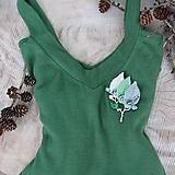 - Art brošňa - lístky zelená, béžová, sivá, prírodné kamienky - 10364702_