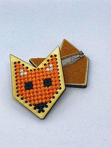 Odznaky/Brošne - Líška ako vyšitá - brošňa - 10365914_