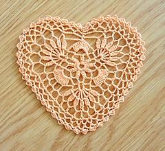 Dekorácie - Háčkované srdce, lososová farba - 10365013_