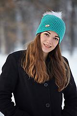 Čiapky - Tyrkysovo-zelená čiapka s brmbolcom z umelej kožušiny - 10366663_