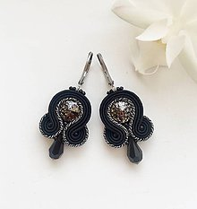 Náušnice - Ručne šité šujtášové náušnice / Soutache earrings - Swarovski®️crystals (Sylvia - black/antique silver metalic) - 10368086_