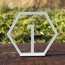Dekorácie - Drevená číslica na stôl v ráme - 10367763_