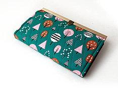 Peňaženky - Peňaženka s priehradkami Stromy na zelenej 19 cm - 10368305_