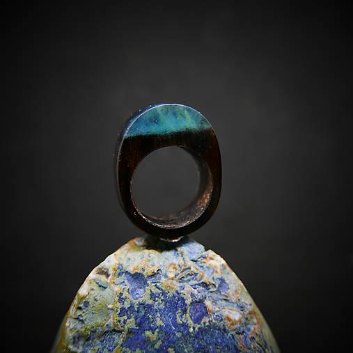 Drevený prsteň: Pod ostrovom Sirén