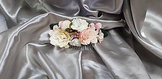 Svadobný kvetinový hrebeň do vlasov v pastelových farbách