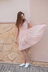 Šaty s riasenou sukňou ružové ROSE COLLECTION