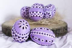 Dekorácie - slepačie vŕtané fialové - 10373290_