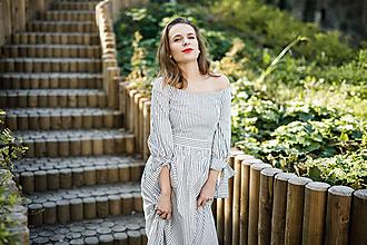 Šaty - Prúžkované košeľové šaty s odhalenými ramenami  - 10371702_