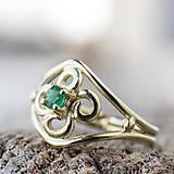 Prstene - Vlastný projekt snubáčika so smaragdom - 10378317_