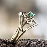 Prstene - Vlastný projekt snubáčika so smaragdom - 10378318_