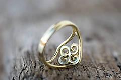 Prstene - Vlastný projekt snubáčika so smaragdom - 10378322_