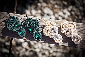 Náušnice - Šmaragdové alebo béžové náušnice Emerald - soutache earring - 10378108_