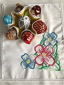 Úžitkový textil - Vyšívané puzdro na vajíčka - 10376306_