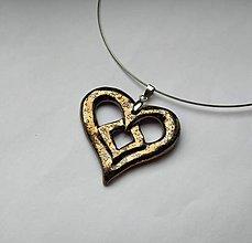 Náhrdelníky - Keramický šperk - srdce vyrezávané - 10377040_