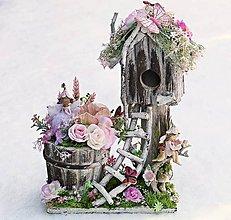 Dekorácie - Rozprávková drevená búdka s vílami, machom - 10375684_