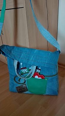 Iné tašky - Športová jeans taška/crossbody s výšivkou domčeky - 10378060_