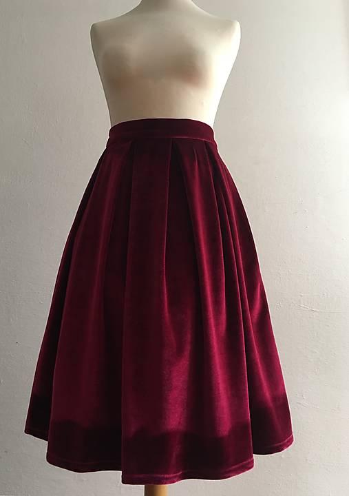 zamatová sukňa bordová