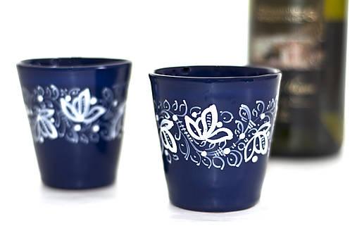 Kobaltový pohár na vínko