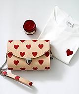 - Kabelka s retiazkou CLUTCH HEARTS - 10383497_