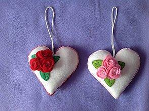Dekorácie - Srdiečka s ružami - 10382604_