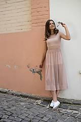 Šaty - Šaty s riasenou sukňou v midi dĺžke ROSE COLLECTION - 10385273_