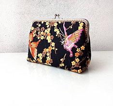 Taštičky - Taštička s rámom Motýle s kvetmi čierna - 10382906_
