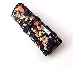 Iné tašky - Púzdro na šperky Motýle s kvetmi čierna - 10382909_
