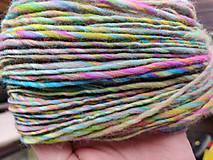 Materiál ručne robený - Ručne pradená vlna Jarná lúka - 10388185_