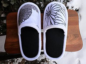 Obuv - Čierno-biele papuče - 10388073_